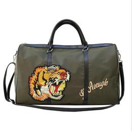 Venta al por mayor de 2018 Luxury Brand Style mujeres hombres bolsa de lona famoso diseñador tiger head bordado grandes bolsas de viaje mujer bolsa de equipaje de los hombres
