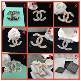 Ball Box plastic online shopping - K Brand Designer Pearl Brooch letter corsage collar needle Diamond Wedding Party Fashion Jewelry Gift Scarf Accessories Box AA3