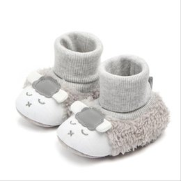 China Baby First Walking Boots Newborn Infant Floor Winter Super Warm Slip-On Soft Baby Crib Booties Shoes Cartoon lamb suppliers