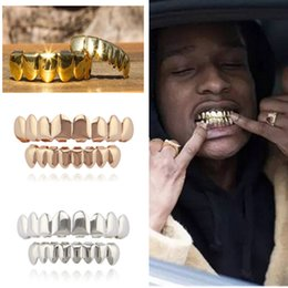Ingrosso Cosplay Hip Hop Denti Gold Grillz Caps Top Bottom Grills Set Bling Shinny NO Fangs Spoof dente nuovo 2018 per Holloween xmas party HOT