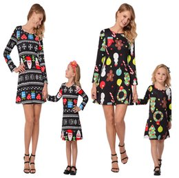 $enCountryForm.capitalKeyWord NZ - Christmas Dresses Mommy And Me Family Matching Clothes Mother And Daughter Matching Dresses Christmas Trees Santa Printed Dress 2Colors