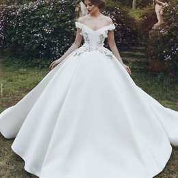 $enCountryForm.capitalKeyWord NZ - Vintage Graceful Satin Wedding Dresses Sexy Off Shoulder Lace Appliques Ball Gown Bridal Dress 2018 Romantic Royal Princess Wdding Gown