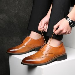 $enCountryForm.capitalKeyWord NZ - Luxury Leather Lace Up Modern Men's Business Dress Brogue Shoes Party Wedding Suit Formal Footwear Male Dress Shoes HH-557