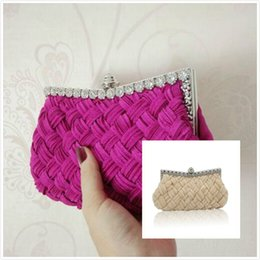 $enCountryForm.capitalKeyWord Canada - knitted diamond women's day Fashion Women Messenger Bags Knitted Style Vintage Metal Day Clutches Small Purse Evening Bags For Wedding Party