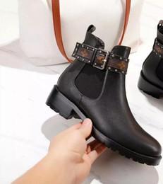 Toptan satış SıCAK Lüks Markalı Tam Deri bayan botları Tasarımcı tarzı yüksek kalite moda Kadın kısa botlar Bayanlar ayakkabı Ücretsiz kargo boyutu 35-41