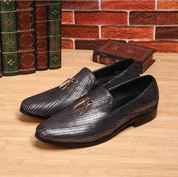 Chinese  2017 New style British patent leather shiny pointed recreational loafers Wedding Business Banquet Shoes Skirt Skin Casual Mens Shoes M474 manufacturers