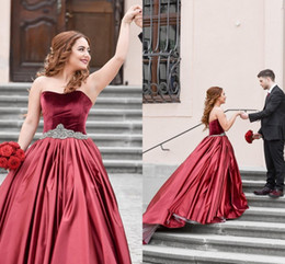 $enCountryForm.capitalKeyWord NZ - Wine Red Ball Gown Evening Prom Dress Long Formal Gowns 2018 Strapless Velvet Satin Crystal Ribbon Plus size Formal Pageant Dress Gowns