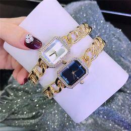 Luxury Berömd Designer Kvinna Titta Armband Armbandsur Mode Lady Dress Watch Partihandel Rostfritt Stål Kvarts Kvinnor Klocka Drop Shipping