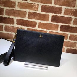 Classic Leather Bags For Men Canada - 2018 New Selling high quality leather for men with bags of classic honeybee sequins and rivets to decorate luxury bags