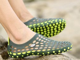 Men Eva Clogs Canada - High quality men's beach hole hole shoes EVA casual sandals Summer lovers fashion slippers men sandal Male clogs plus 35-45