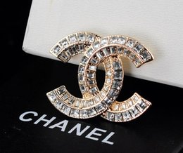 Ball Box plastic online shopping - Top Quality Celebrity design Letter Pearl Heart shaped Brooch decorations Fashion Metal Letter diamond brooch Jewelry With Box