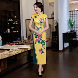 63858c0308b4a Shanghai Story 2018 Nuova vendita Flower Print Qipao giallo abiti  tradizionali cinesi cinese lungo cheongsam vestito da donna