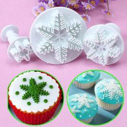 Cutter Snowflakes Australia - New Sale 3Pcs Set Snowflake Fondant Cake Decorating Plunger Sugarcraft Cutter Mold Tools Christmas Cake Decorating Tools