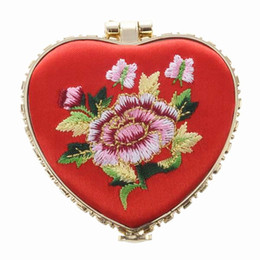 $enCountryForm.capitalKeyWord Canada - Portable Heart Shaped Flower Knitting Pocket Makeup Mirror with Butterfly Buckle Mirrors Beauty & Health Tools & Accessories