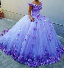 Abiti Spalla Quinceanera 2019 3D Rose Flowers Puffy Ball Gown Arancione Tulle Corte dei treni Sweet 16 Birthday Party Girls Abiti da sposa in Offerta