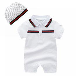 Großhandel Baby-Revers-Kragen-Spielanzug-Art- und Weisesommer-Säuglingskurzschluss-Hülsen-Spielanzug mit den Hüten 2pcs stellte Kinderentwerfer-kletternde Kleidung hohe Qualität 0-2T ein