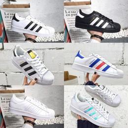 1e8b327e8 2018 New Superstar adidas Superstars shoes sapatos Preto Branco Ouro  Holograma Júnior Superstars 80 s Orgulho Tênis Super Estrela Barato Mulheres  Homens ...