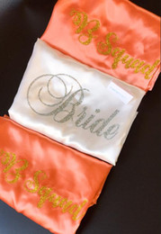 $enCountryForm.capitalKeyWord NZ - custom glitter wedding Bride Bridesmaid coral satin pajamas robes Bachelor maid of honor kimonos gowns gifts party favors
