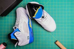 classic leather golf shoes NZ - Classic 5 V Laney Men Basketball Shoes White leather Royal Blue Yellow accents Outdoor Trainer mens Designer Sports Sneaker size US 8-13