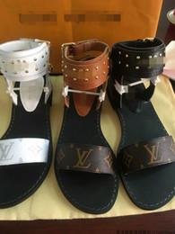 ca019bdb242ba 2018 Fashion Women s sandals slippers for women WITH BOX Hot Luxury  Designer flower printed unisex beach flip flops slipper BEST QUALITY