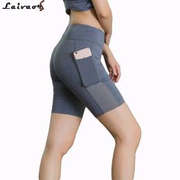 Branco Shorts Mulheres Malha Respirável Shorts De Corrida Spandex Compressão de Tecido Yoga Skinny Sweat Calças de Fitness Bolso Curto em Promoção