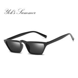 5586466fb5 Yok s Stylish Small PC Frame Sunglasses Hombres Mujeres Marca Rectángulo  Flat Top Plastic Frame HD Lente Gafas de Sol Decoración Negro Gafas WL069