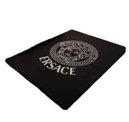 Оптовая главная ковер дети ползать мат ins полосатый плед Камелия шаблон известный роскошный оригинальный модный бренд подушка размер 145 * 190 см