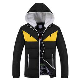 Nueva moda invierno cálido hombres Parkas divertida chaqueta con capucha más el tamaño M-4XL Down Parka en venta