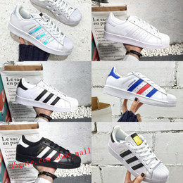 detailing d31d0 3ccaa 2018 New Originals Superstar adidas Superstars shoes zapatos Negro Blanco  Oro Hologram Junior Superstars 80s Pride Sneakers Super Star Cheap Mujeres  Hombres ...
