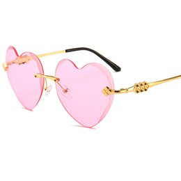 $enCountryForm.capitalKeyWord UK - Luxury sunglasses metal love heart fashion sunglasses women vintage Christmas gift black pink red heart shape sun glasses for women uv400