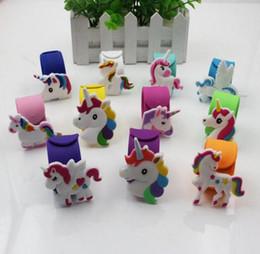 4900531763c8 Pulseras de silicona Emoji Pulseras Unicornio Fiesta de cumpleaños Favores Suministros  para niños Chicas Juguetes de emoticones Premios Regalos Banda de ...