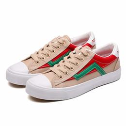1dd13e8947 Sapatas planas femininas novo estilo Patchwork cor tênis de lona menina  primavera outono lace-up mulheres de borracha respirável sapatos AA022
