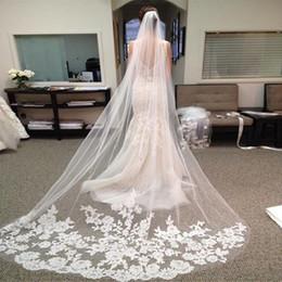 Düğün Aksesuarları 2018 Aplikler Tül Uzun Katedrali Düğün Peçe Dantel Kenar Tarak ile veil de noiva longo ile Gelin Peçe indirimde