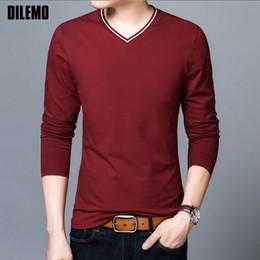 2018 Neue Mode Marke T-shirt Mens V-ausschnitt Baumwolle Tops Street Style  Trends V-ausschnitt Einfarbig Langarm T-Shirt Männer Kleidung 9b7bd69fe6