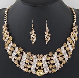 5bbf7a39cc06 2018 Oro Plata Cristal de Boda Conjuntos de Joyería de Boda para Las  Mujeres Novias Joyería de Fiesta Indio de Novia Indio Collar Pendientes  Conjuntos 6 ...