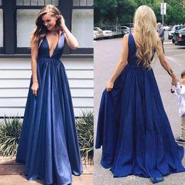 5f340fe4e Barato Azul Marinho Noite Vestidos de Baile Sexy A Linha Plung V Neck  Backless Tafetá Formal Do Partido Dineer Vestidos 2018 Celebrity Dresses  Plus Size