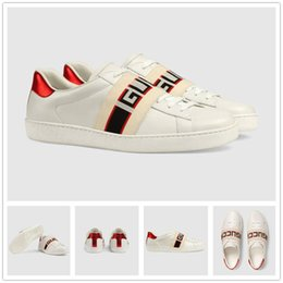 $enCountryForm.capitalKeyWord NZ - Top luxury casual shoes high-grade white shoes comfortable men and women bee tiger tattoo embroidery top designer leather material.