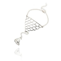 $enCountryForm.capitalKeyWord NZ - Hollow Fish Scales Triangle Bracelets Finger Circle Set Vintage Fish Scales Hand Chain Bracelet Anillo Con Pulsera