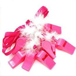 Hot Pink Silbatos de plástico con correa roscada Moda de fiesta Plumas blancas Silbando para el festival Decoración 1 2ql Ww en venta