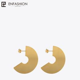 $enCountryForm.capitalKeyWord NZ - wholesale Punk Geometic Big Fan Stud Earrings Matte Gold color Ear Jacket Stainless Steel Earrings for Women Earings oorbellen