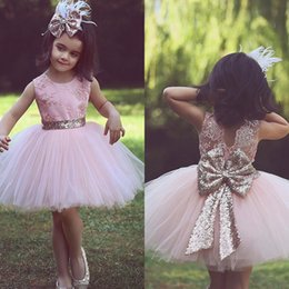 $enCountryForm.capitalKeyWord NZ - Short Flower Girl Dresses for Country Wedding Party Cute Toddler Pink Sequined Bow Tutu Crew Neck Lace Baby Child Birthday Formal Dresses