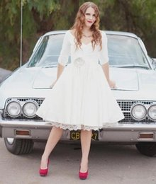 $enCountryForm.capitalKeyWord NZ - 1950s Vintage Short Wedding Dresses Simple Style Matched Flower Sash V-Neck Pleats A-Line Knee Length Half Sleeve Lace Bridal Gowns W125
