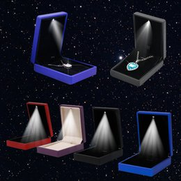Wedding Display Cases Canada - LED Light Pendant Necklace Gift Box Case Jewelry Display Wedding Pendant Necklace Box Q0458