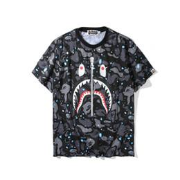 34867b8aa T-shirt simples Primavera Xia Men Marca Tide Céu Estrelado Dos Desenhos  Animados Noctilucent Impressão de Manga Curta Homens E Mulheres Amantes do  Tempo ...