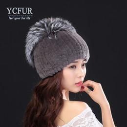 YCFUR Inverno Quente Chapéus Chapéus Das Mulheres de Malha Real Rex Rabbit  Fur Cap Hat Com Prata Fox Fur Guarnição Gorros de Inverno Skullies Feminino 54fac963915