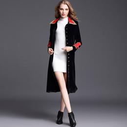 b35eb68f0a9cd6 2018 Inverno Runway Designer Vintage elegante Dignità donne cappotto lungo  collo avvolgere cappotto di velluto nero Maxi cappotto spesso caldo cappotto  ...
