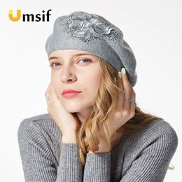 Cappelli berretti stile francese a maglia in lana da donna 2018 nuove donne  inverno ricamo fiore strass berretti pittore cappello femminile bb251fd155c2