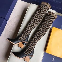 Ingrosso Ultimi stivali di design da donna di lusso punta Chunky Heel di 9.5CM F donne di marca stivali alti traspirante stivali elastici sopra il ginocchio