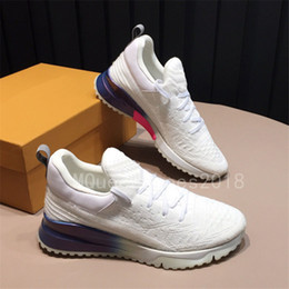 Show caSual dreSS faShion online shopping - 2018 Paris Designer Sneakers Casual Shoes Mens Womens Sports Brand Runners Knitted Mesh Breathable Daily Footwear Fashion Show Dress Tennis