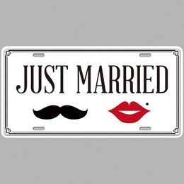 $enCountryForm.capitalKeyWord Australia - Just Married Super Hot 3D Emboss Retro License Plates Vintage Tin Sign Art Wall Plaque decor Home Metal Painting Bar Pub